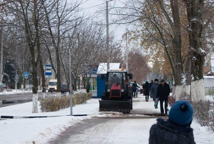 Снегоуборочная техника не заставила себя ждать. Фото Анастасии Вереск