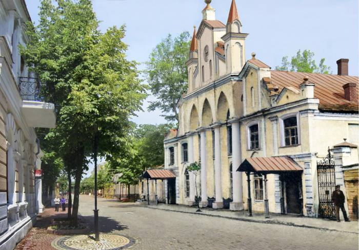 Синагога на современной улице Суворова. Фотопроекция Виктора Борисенкова