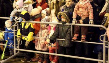 Зрители у главной городской елки Витебска. Фото Светланы Васильевой