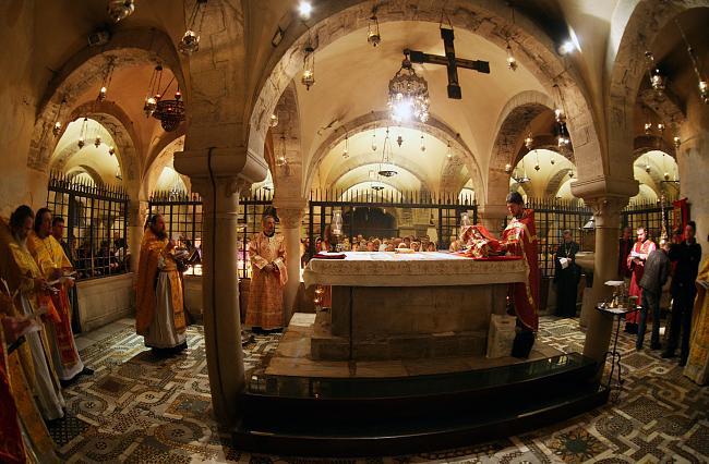Алтарь подземного храма святителя Николая в Бари. Фото hram-nikola.kiev.ua