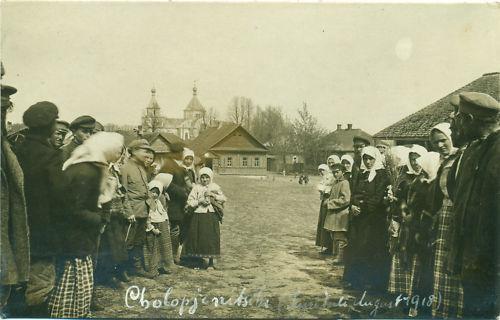Рынок. Жители и церковь, 1918. Источник ru.wikipedia.org