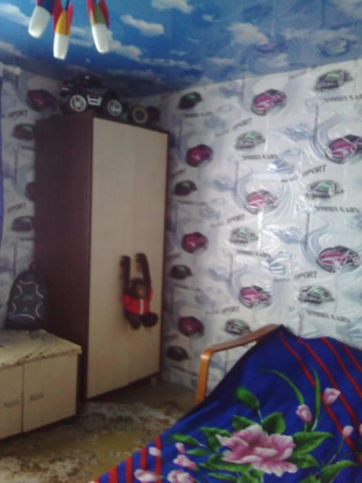 В этой комнате Артур жил до того, как его забрали в приют. Фото Натальи Костюченко