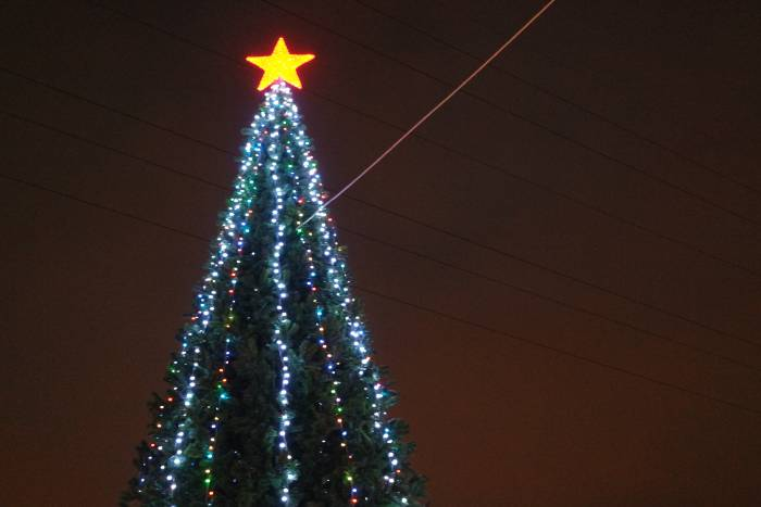 Пятиконечная звезда на витебской ёлке. Фото Анастасии Вереск