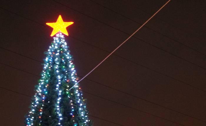 Красная звезда на елке. Кощунство или рождественский символ?