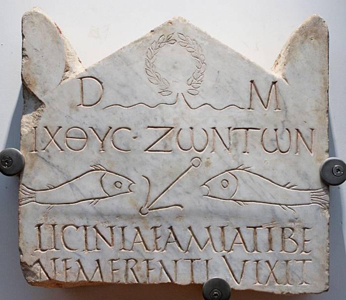 ИХТИС, (мраморная стела, начало III века. Фото ru.wikipedia.org