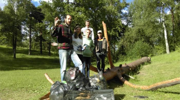 Так убирают наш город. Фото vk.com/nazvanye