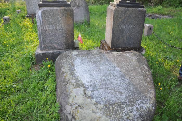 За могилами Занов следят местные жители. Фото Ольга Витебская