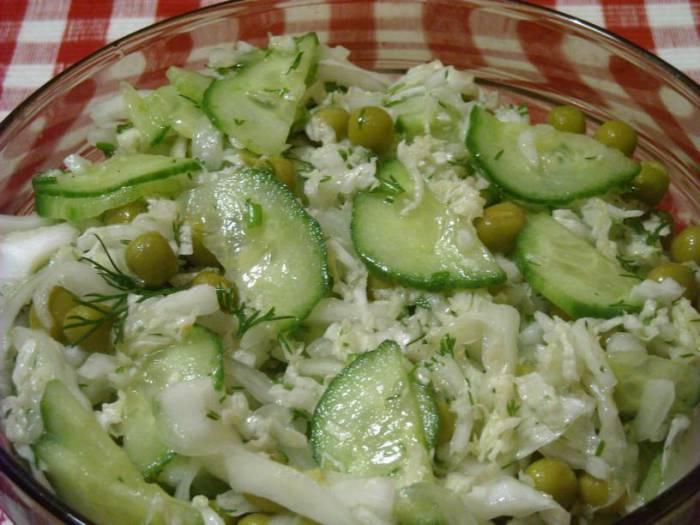 Отличный салат для тех, кто не любит майонез. Фото zastolye.com