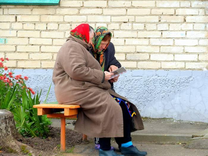 znakomstvo-po-frantsuzski-u-podezda-prikoli-moskve-metro