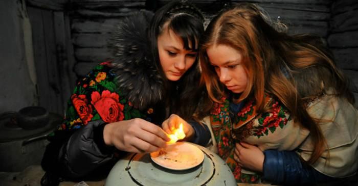Гадание на воске - одно из самых популярных. Фото slova.by