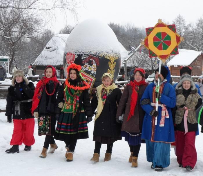 Щедровать вечером 13 января отправились в основном девушки. Фото tunthe.ucoz.ru