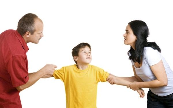 """Главное при разводе не """"перетягивать"""" ребенка на сторону одного из родителей. Фото bucrosveta.ru"""