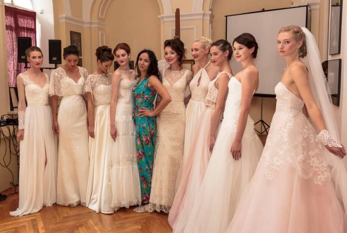 Анна Краснер со своими моделями. Фото Светланы Васильевой