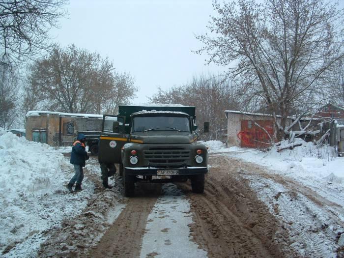 Коммунальщики не прекращают работу. Фото Дарьи Максименко