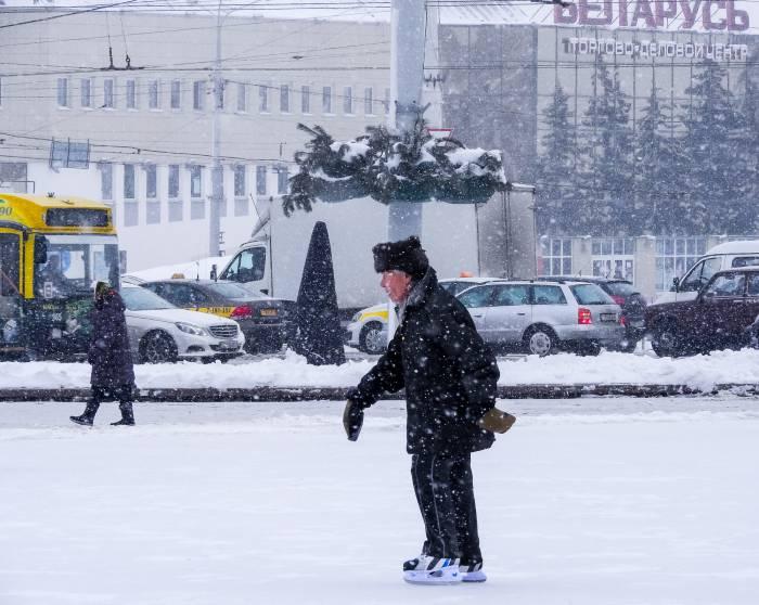 старик на коньках