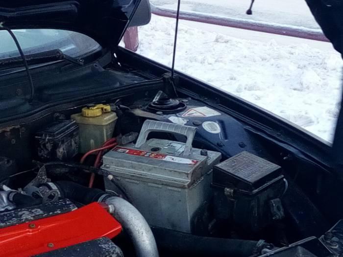 Водители заранее позаботились о том, чтобы завести машину в мороз. Фото Саши Май