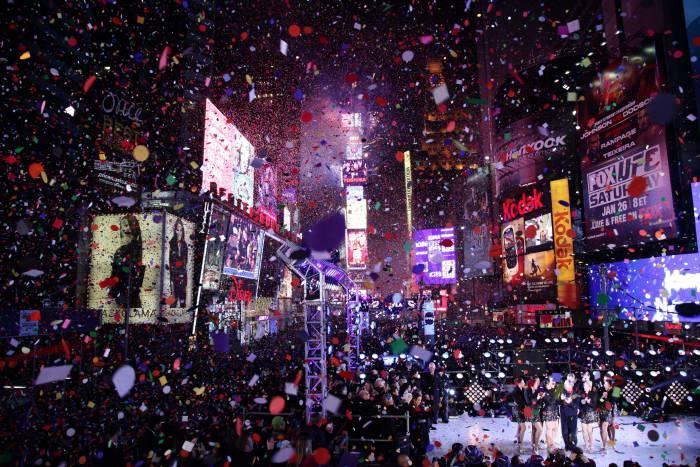 Новый год в Нью-Йорке. Фото livestream.com