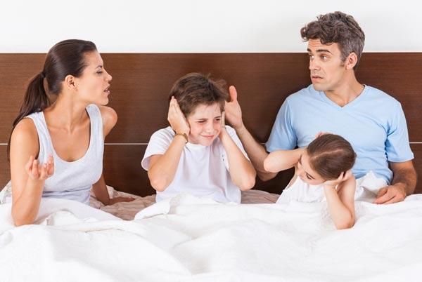 Ни в коем случае не следует выяснять отношения при детях. Фото garmoniazhizni.com