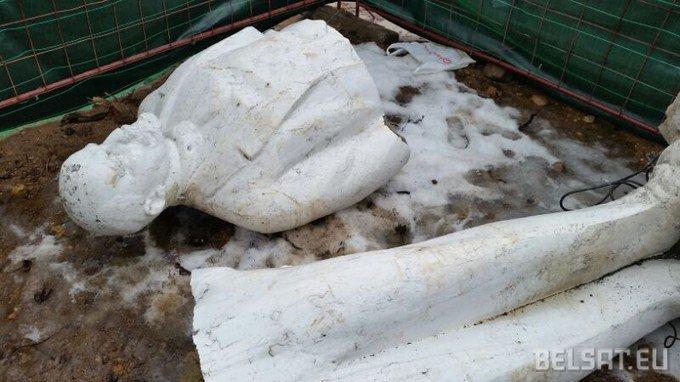 Сломанный Ленин, строительство дороги в Уручье. Фото belsat.eu
