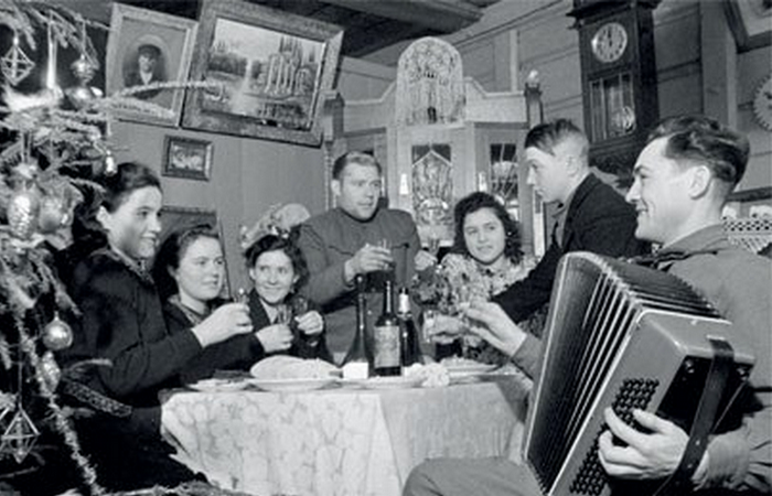 Новый год отмечали с песнями. Фото nibler.ru