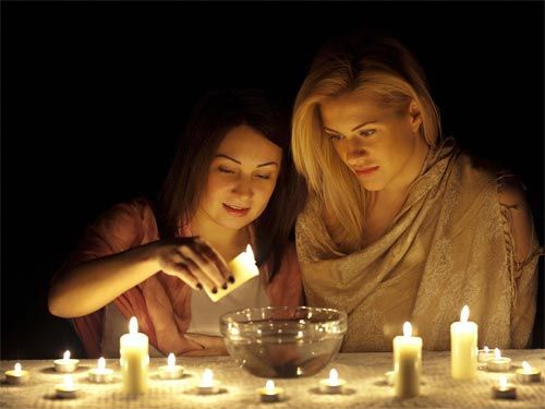 В вечер накануне Старого Нового года можно погадать на суженного. Фото postia.ru