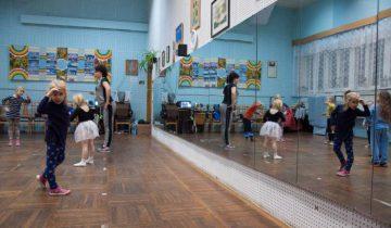 Студия занимается в помещении местного Дома Культуры. Фото Анастасии Вереск
