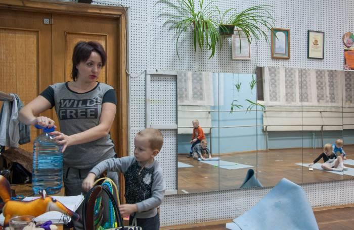 Оксана, педагог и руководитель по физвоспитанию, занимается с детьми 4-6 лет. Фото Анастасии Вереск