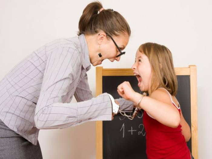Учитель виноват во всем, что происходит с учеником? Фото newfactory.kx
