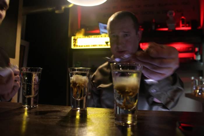 """Вот так выглядит """"взрыв"""" в коктейле. Фото из группы бара """"Черный Пью"""" в социальной сети vk.com/chernyi_pju"""