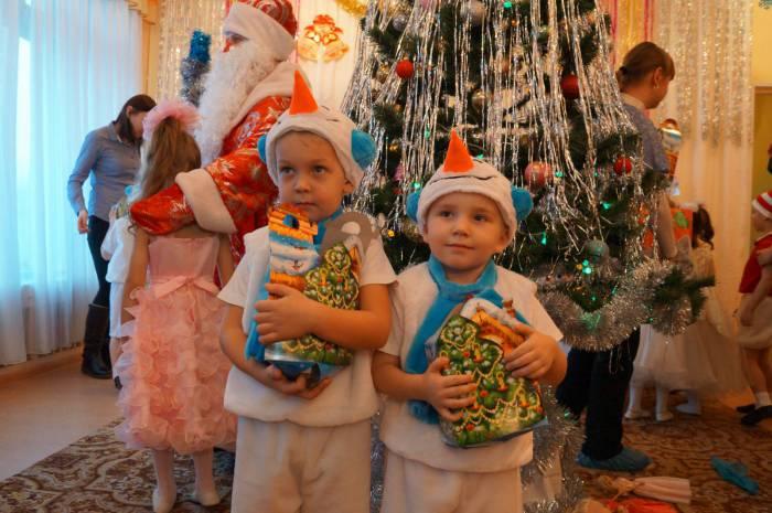 Оказывается, у Деда Мороза еще и медсправка должна быть? Фото sad81br.ucoz.ru