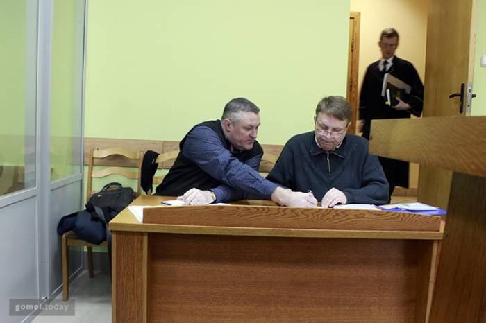 Александр Семенов и Леонид Судаленко на первом слушании в суде. Фото: gomel.today