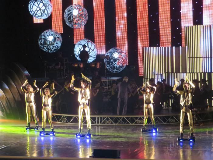 """Шоу-балет """"Сенсация"""" поздравляет лауреатов. Фото: Аля Покровская"""
