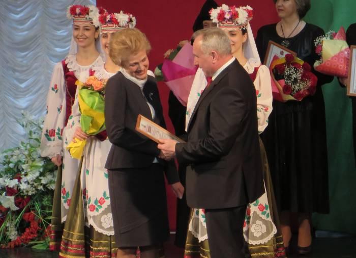 Знакомые все лица! Лариса Оленская иакже удостоилась почетного звания. Фото: Аля Покровская