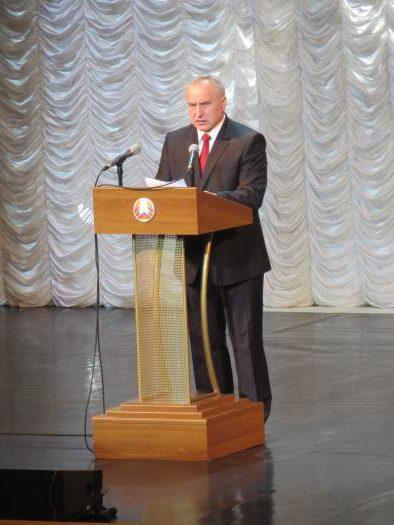 Николай Шерстнёв рассказывает о больших достижениях Витебской области. Фото: Аля Покровская