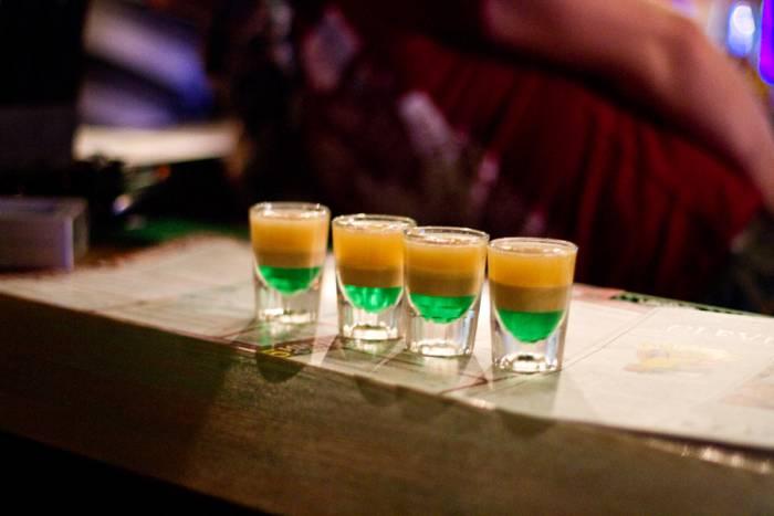 """Шот """"Ирландский флаг"""" может быть приготовлен и другими способами. Фото Шумовой Дарьи micemaster.ucoz.ru"""