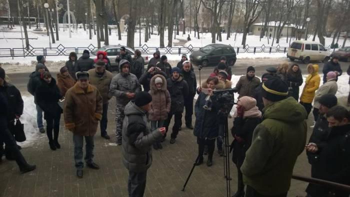 Многие хотели попасть в зал суда, но не всем удалось. Фото: RACYJA.COM
