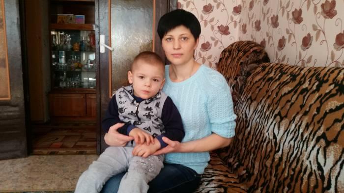 Дима Шведов и его мама. Фото: Аля Покровская