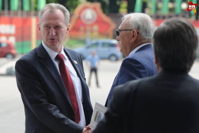 Александр Косинец (слева) и крупнейший белорусский бизнесмен Павел Топузидис (владелец компании «Табак-Инвест» и сети «Корона»). Фото Виктор ГИЛИЦКИЙ