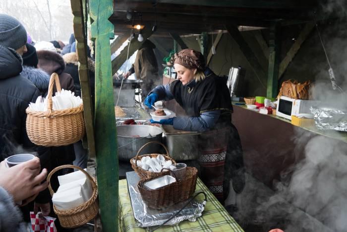 Попробовать блюда литовской кухни хотелось многим. Фото Анастасии Вереск