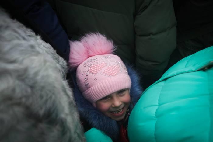 Счастливая улыбка в толпе. Фото Анастасии Вереск