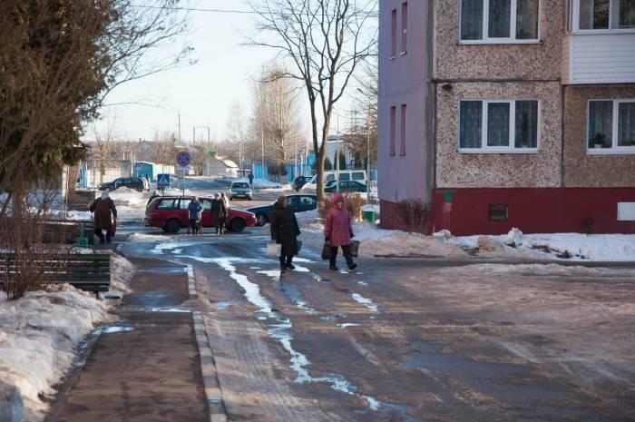 Оттепель раскрасила город лужами. Фото Анастасии Вереск