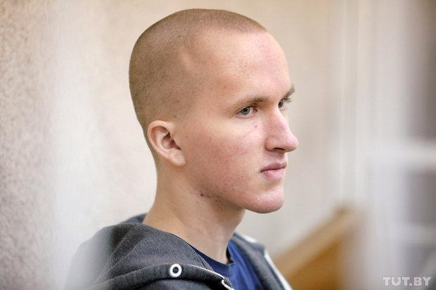 В зале суда Владислав ведет себя очень спокойно. Фото: Вадим Замировский, TUT.BY