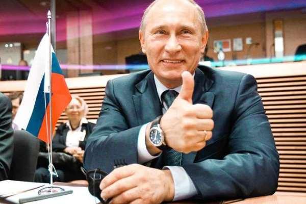 Президент России носит часы только на правой руке. Фото: jashtar.kg
