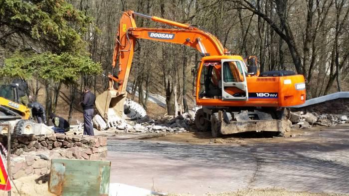 Старый фонтан в парке Фрунзе уже демонтирован. Фото: Аля Покровская