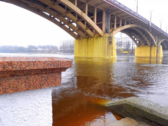 река весна