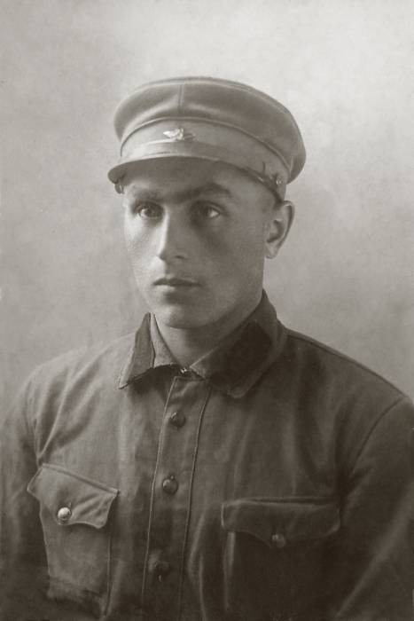 Барановский М.М. Курсант 4 стр.полка 2 бсд. 1932 год. Фото предоставлено Виктором Алешиным