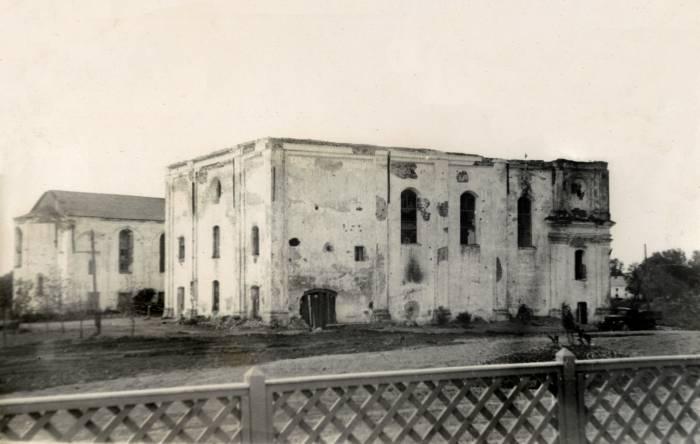 """Бывшее здание архива (фарный костел) 1950-е годы. Фото из группы """"Таямніцы Віцебска"""" Вконтакте"""