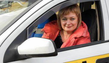 водитель такси женщина