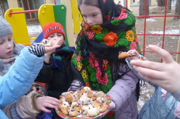 """В этот день принято раздавать """"жаворонков"""". Фото srcn-dzr.ru"""