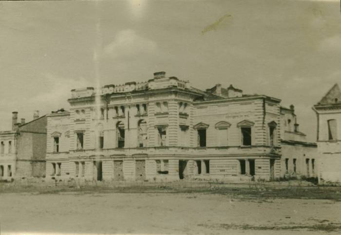 """Площадь Ленина. Руины здания театра. (Из архива П. Гусаревича) до 1953 года. Фото из группы """"Таямніцы Віцебска"""" Вконтакте"""